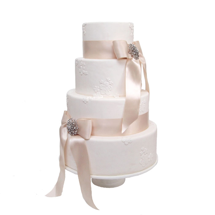 Bows & Brooches || Sugarlips Cakes || www.SugarlipsCakes.com
