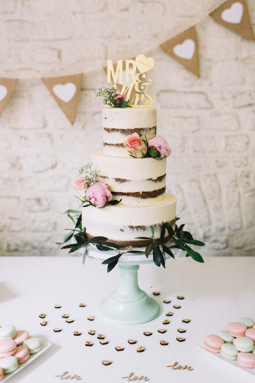 Semi-Naked Cake || Photo by Amanda Drost