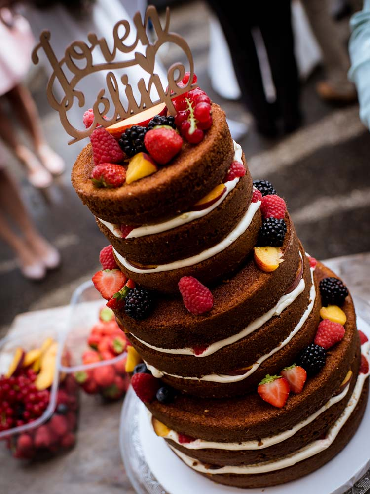 Naked Cake met Vers Fruit en Taarttopper